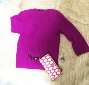 ピンク色セーター